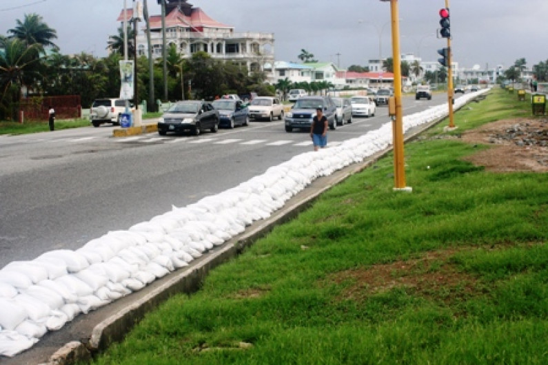 High tide and flood warning issued
