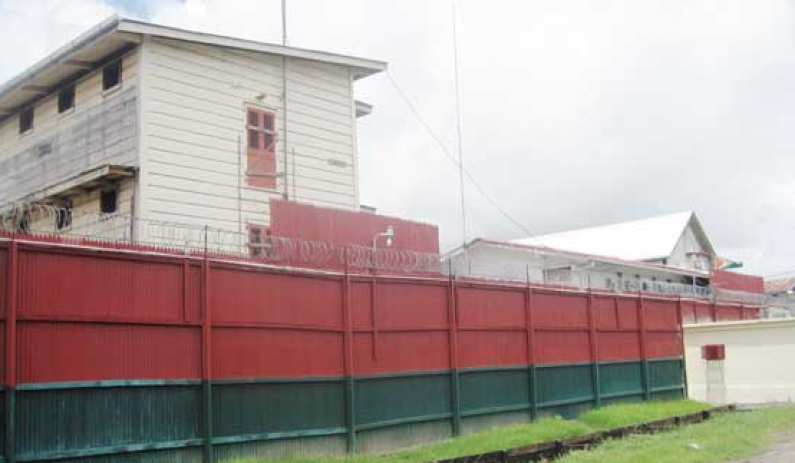 Two prisoners escape from New Amsterdam Prison using bed sheets