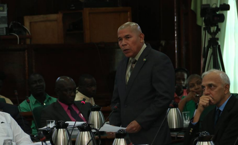 Opposition heckles Health Minister as he apologises to National Assembly over inaccurate statements