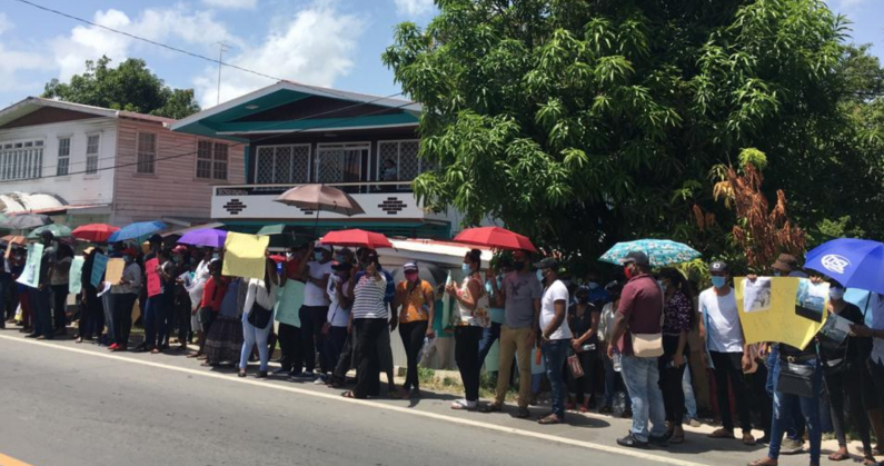 Large crowd protests in support of suspects in alleged ponzi scheme