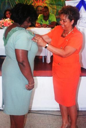 Ms. Ingrid Fung receiving her Award.