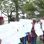 Sugar workers protest outside President's office for salary increases